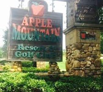 Apple Mountain Resort    Christmas - Clarkesville