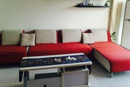华茵·桂语出租一间温馨舒适的大床房。 - Pis