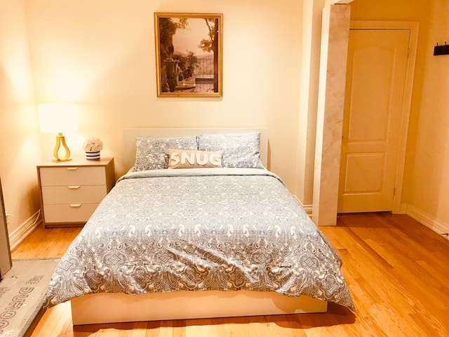 Private Spacious Room 6 Queenbed DT Mississauga❤