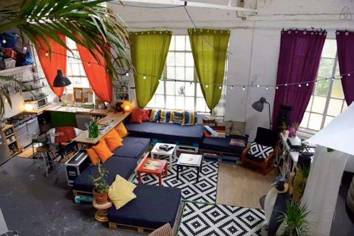 Double room in creative warehouse - London - Haus