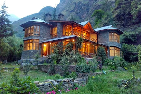 Wood & Stone Chalet near Manali - House of Shakti
