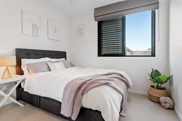 Brand new light-filled Apartment, perfect getaway!