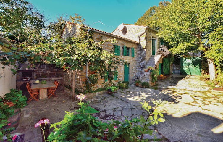 Holiday cottage with 2 bedrooms on 61 m² in Smarje