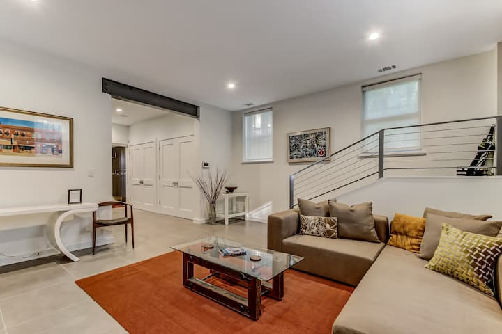 Beautifully Restored Downtown Modern Condo