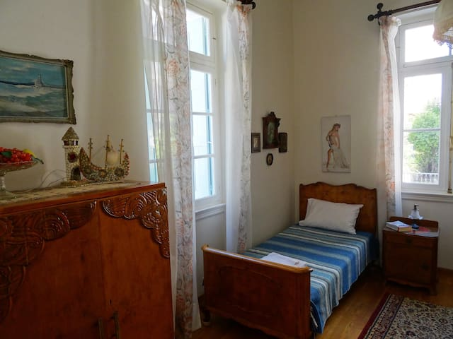 Third bedroom with 1 single bed