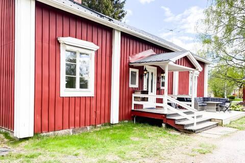 Gamla Björkgårdens gårdshus - sekelskiftesvilla
