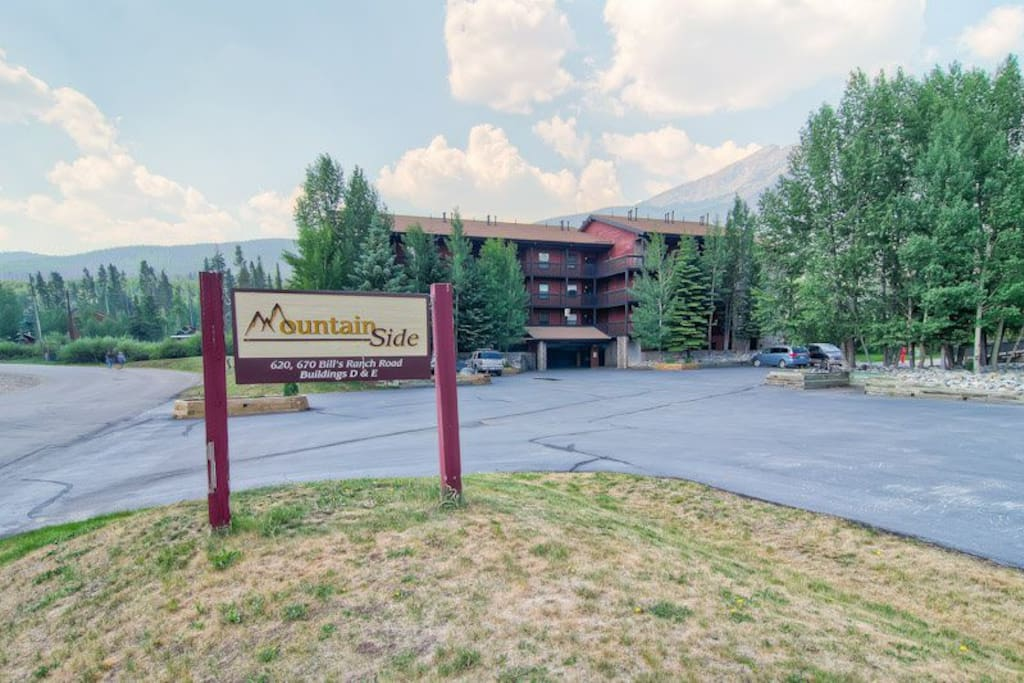 Mountainside is a quiet complex that borders the National Forest, Ten Mile Recreation Trail, the Blue River bike path, and is approximately five blocks from Main Street in Frisco.