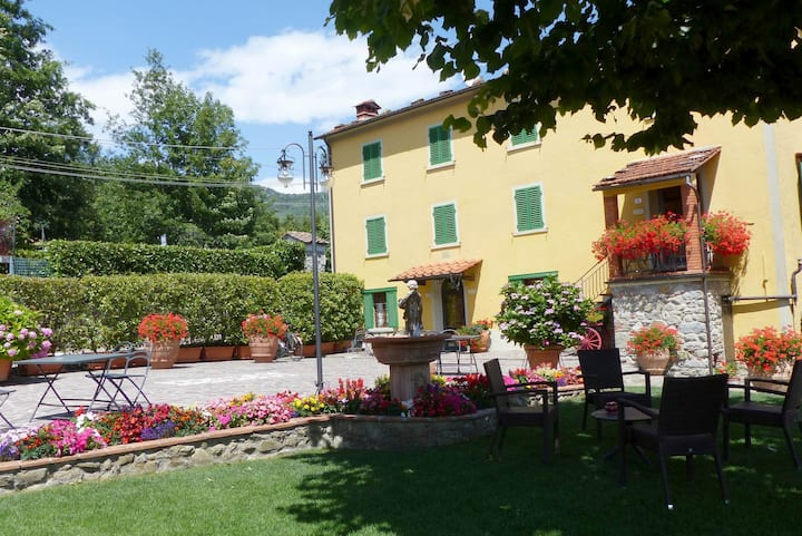 il rustico,  pool,  hot tub and sauna available