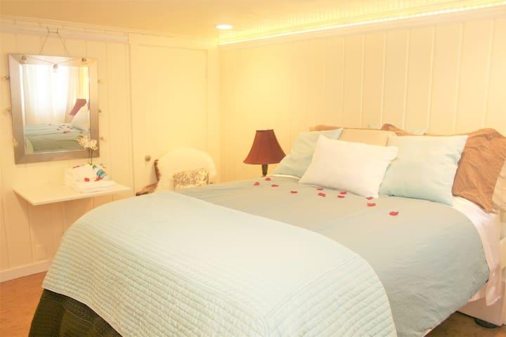 ❤️ Cherry Blossom Bed & Lite Bkfst Near UW, Dwntwn