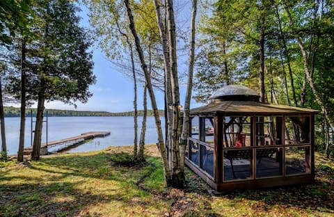 Take in the stars & moon in the screened-in gazebo with a skylight overlooking the lake.