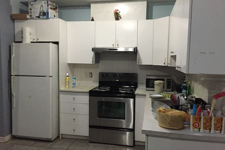 Bedroom in Verdun area for travellers! - Montréal - Leilighet