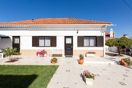 Family-Friendly Salir Beach Cottage! Casa Bonança - Salir do Porto - Ev