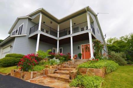 Executive Lake Home On The Hill - Pottsboro