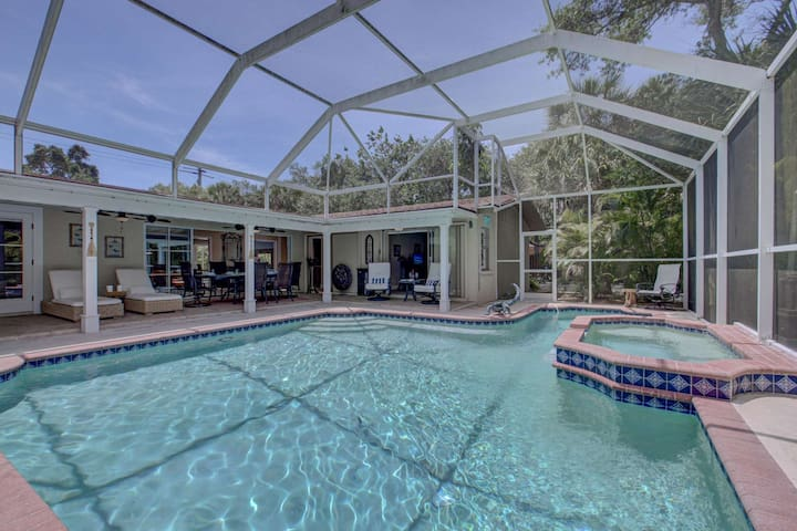New Listing w/almost 3,000 sf  space, Private Pool/Spa, Bike to Beach, WiFi, Game Rm,  Covered Lanai