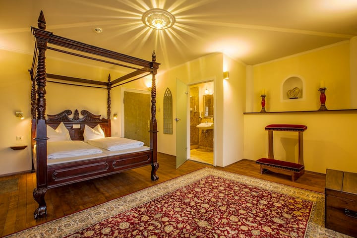 Hotel Fronfeste, Fronfeste GbR (Amberg), Themenzimmer - mit kostenlosem WLAN und stilvoller Einrichtung