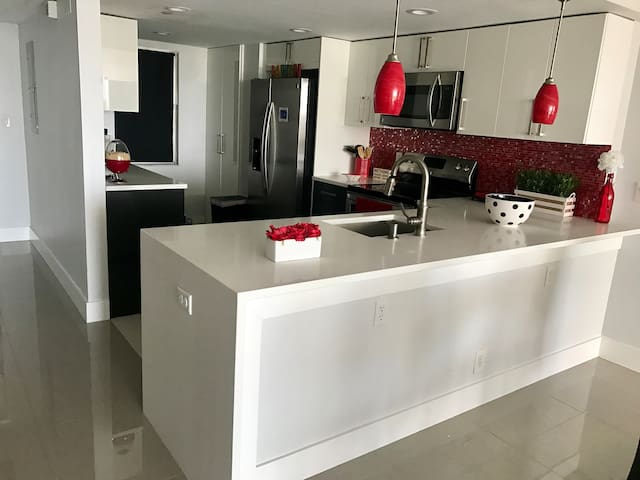 Amazing Contemporary Apartment in Pompano Beach