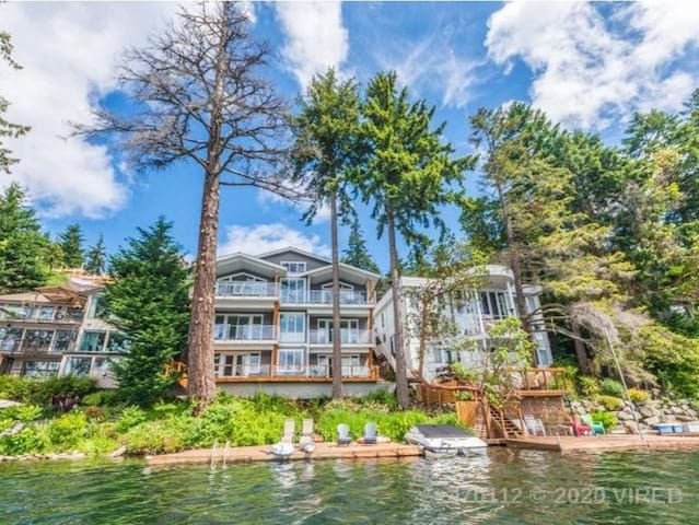 Lakefront oasis 10 min from departure bay