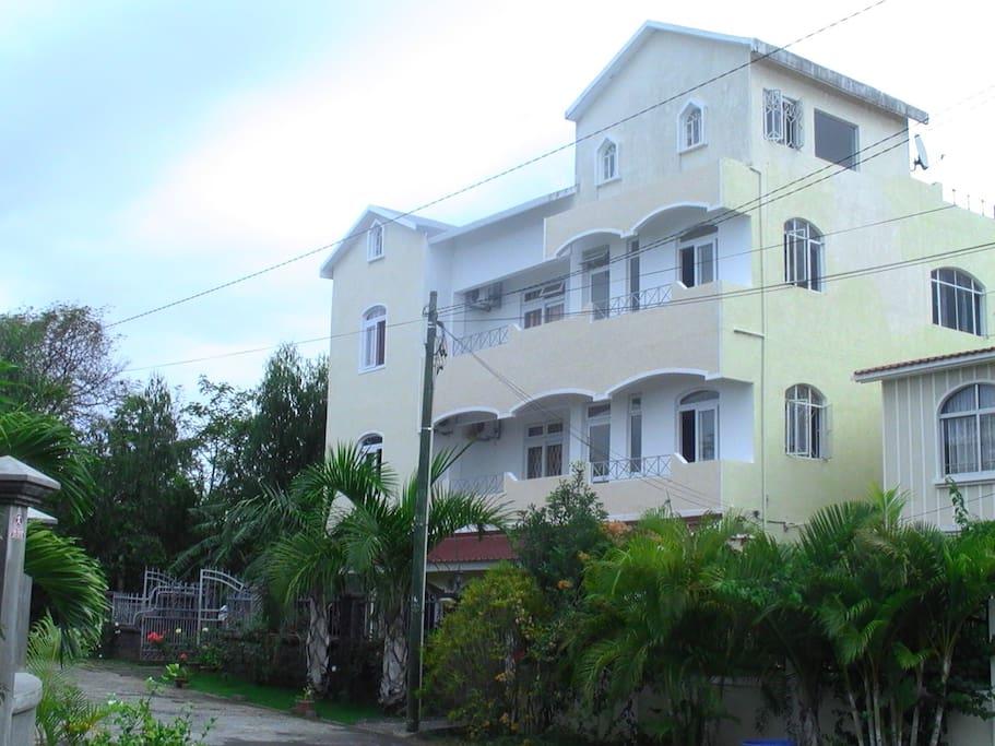 The Impala Holiday rentals,Mon Choisy,Trou aux biches. Location des appartements à la résidence impalailemaurice,à 164,Mon Choisy ,Trou aux biches 22304.