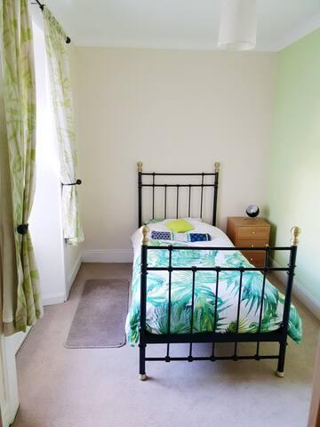 Lower single room