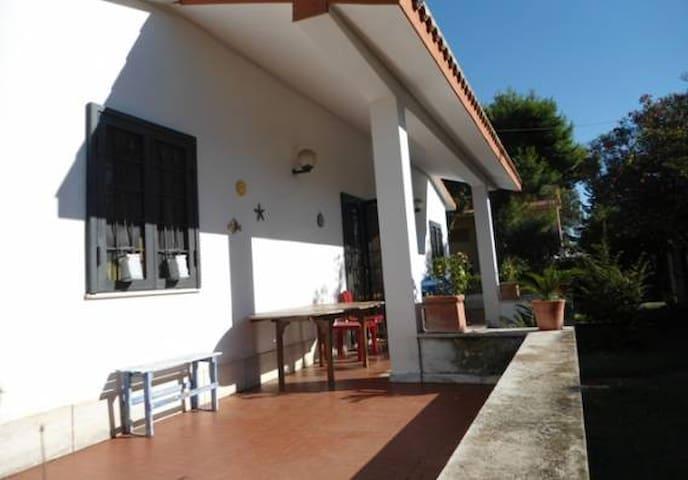 Villa con piscina a 500mt mare - Marina - Villa
