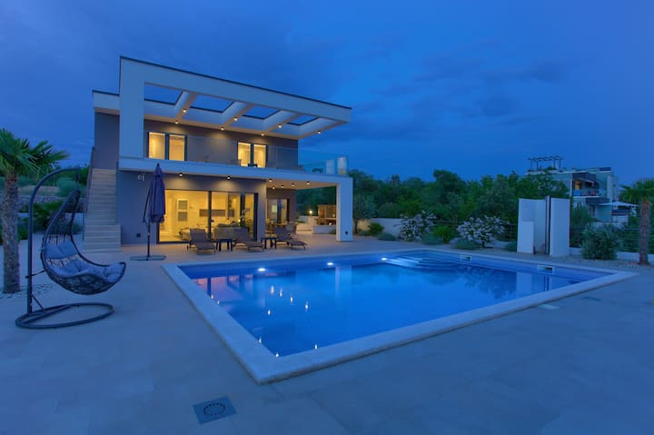 Luxury Villa Quadra with pool for 10 persons