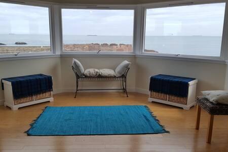 Vast apartment in stunning coastal location
