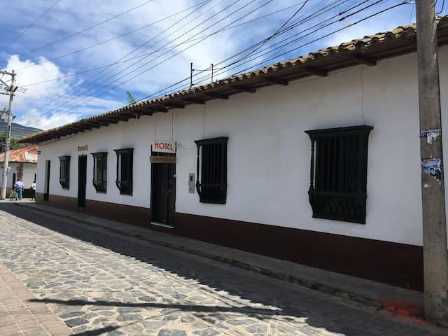 Hotel San Cristobal - Guaduas - Bed & Breakfast