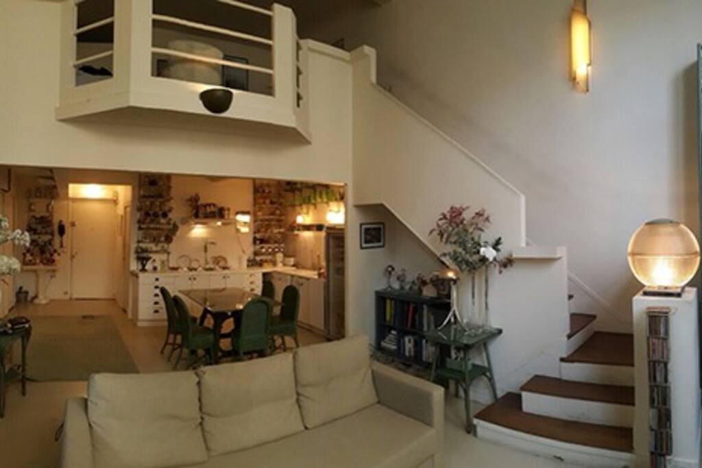 superbe atelier d 39 artiste a montparnasse lofts louer paris le de france france. Black Bedroom Furniture Sets. Home Design Ideas