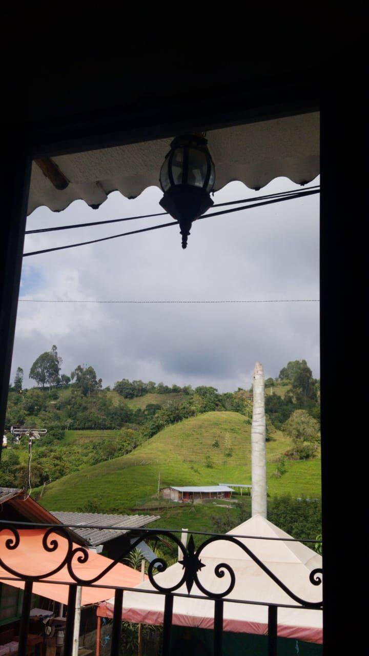 Casa grande amoblada con vista a la montaña