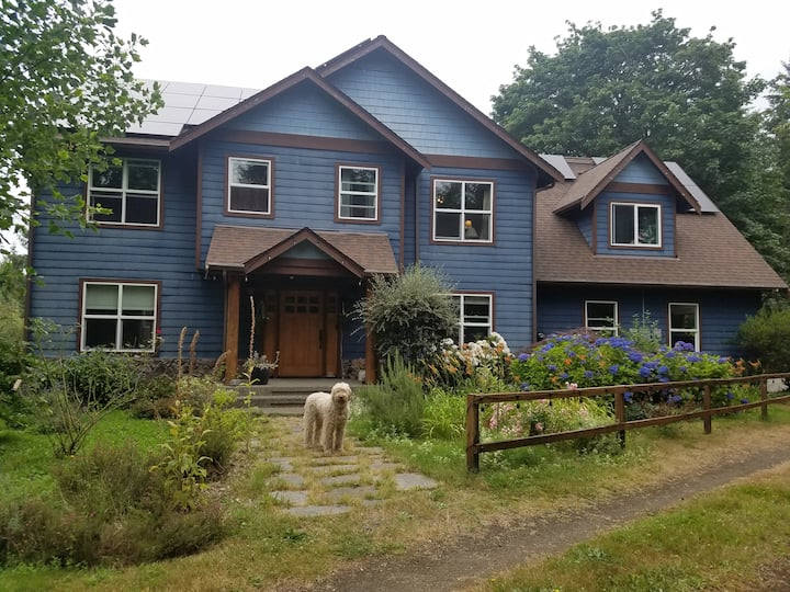 Country Home-9 min to Gig Harbor REST in the WOODS