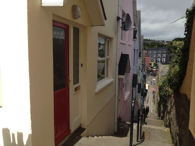 Beautiful town house is central, cozy and peaceful - Kinsale - Rekkehus