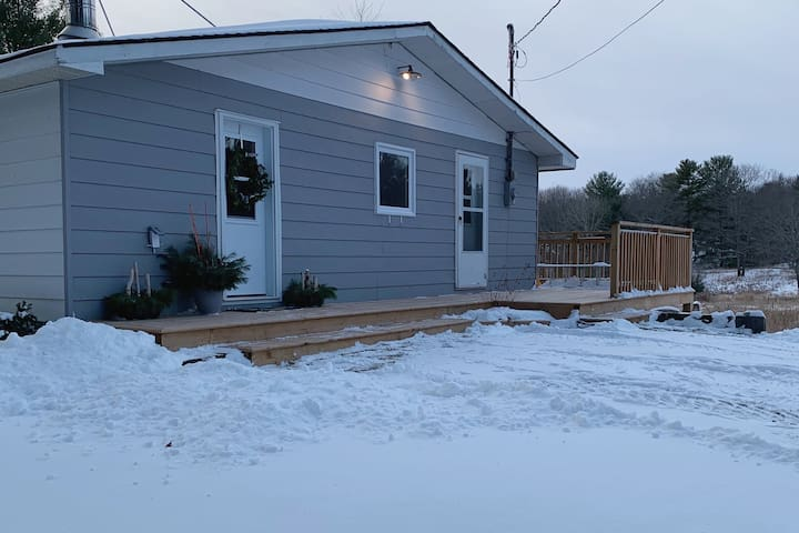 Cozy get away w/ trail access for snowmobile / ATV