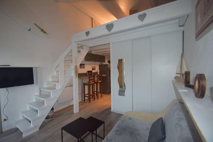 Studio en duplex dans rue piétonne d'Andernos