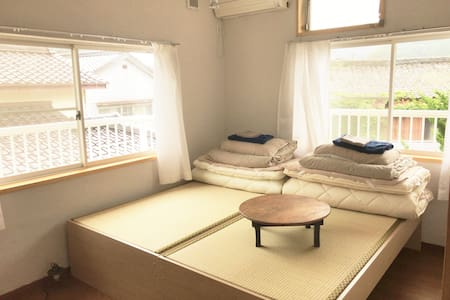 Tsushima White House - Twin Bed Room