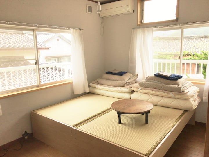 Tsushima White House - Twin Bed Room
