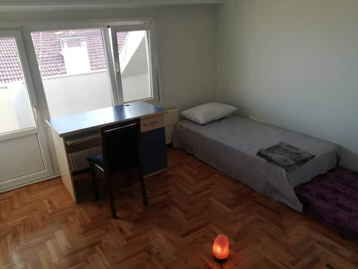 Private Spacious room with a balcony in Üsküdar!