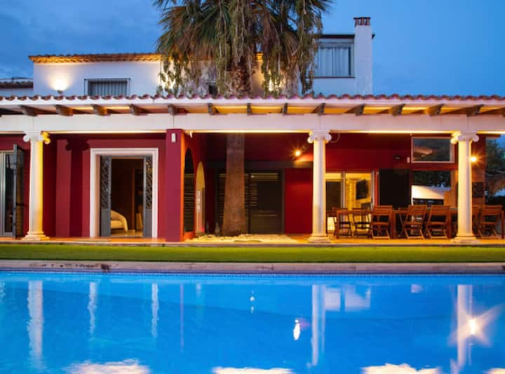 Villa Bouganvillea, con hermoso jardín, piscina privada y áreas de juego - Pet Friendly by GLOBALSITGES