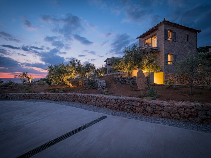 Zen Rocks Mani- Independent stone house in Nature!