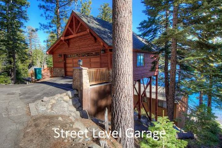 Gorgeous Lakefront Home with exceptional lake view - South Lake Tahoe - Blockhütte