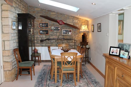 Separate wing in hamstone house with breakfast