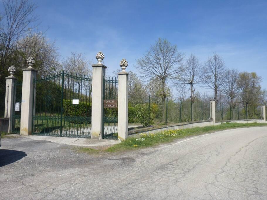 Cancello ingresso Cascina Tiroglio