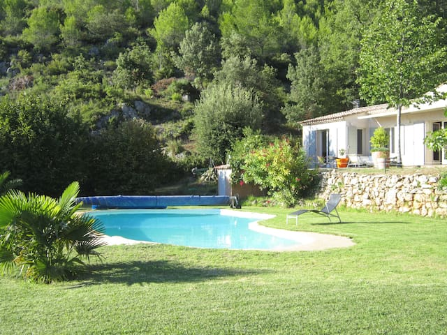 Magnifique villa pour des vacances de rêve - La Roquebrussanne - Casa de camp