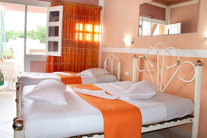 Hostal Mar y Tierra (WIFI FREE)
