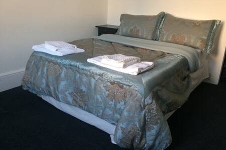 SERVICED Private Studio Apartment in South Croydon - South Croydon