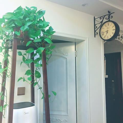 环境优美,冬天有地暖,夏天有空调,非常干净,是我们新房的次卧。 - 郑州 - Casa