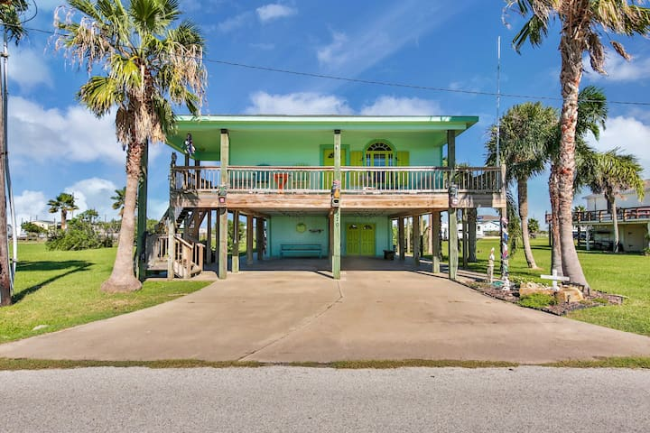 NEW LISTING! Spacious family-friendly home- just steps from the beach, dogs ok!