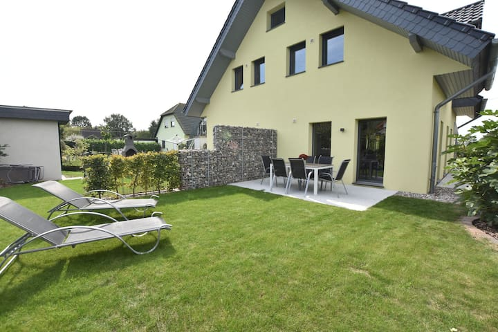 Luxurious Holiday Home in Kagsdorf Mecklenburg with Garden