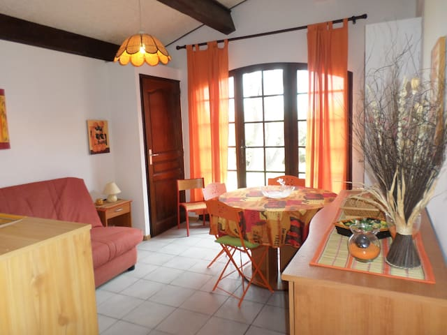 agréable studio en rez de jardin - Roquebrune-sur-Argens