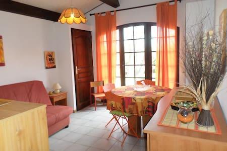 agréable studio en rez de jardin - Roquebrune-sur-Argens - Departamento