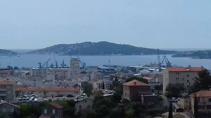 Appartement vue mer rade de Toulon